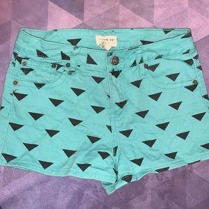 🩳 Retro triangle jean high waisted shorts